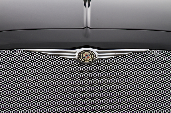 Chrysler 300 Logo And Grill.