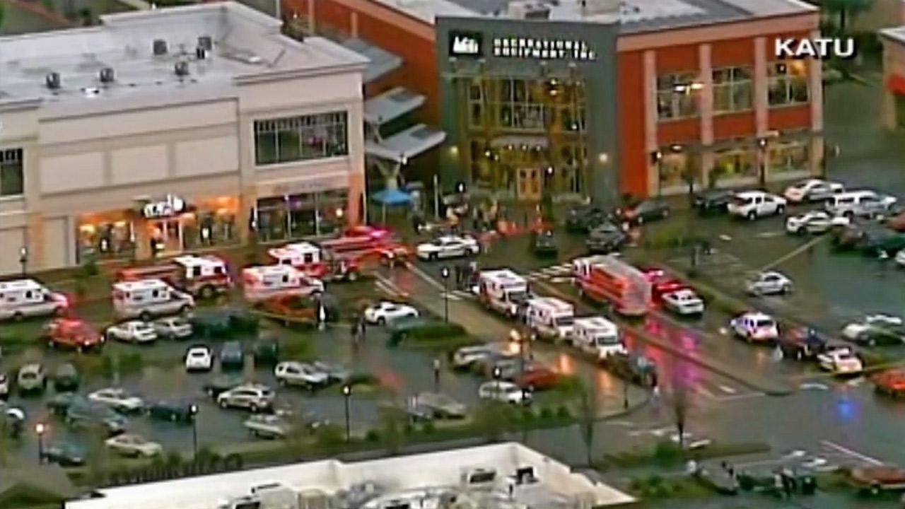 Clackamas Town Center mall shooting: 2 people, suspect dead in.