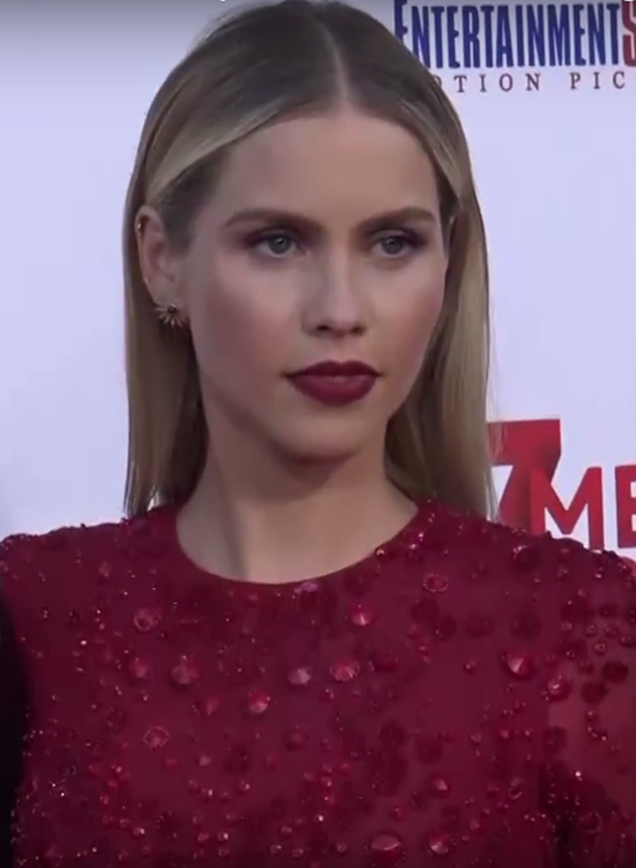 File:Claire Holt at the 47 Meters Down premiere in June 2017 01.png.