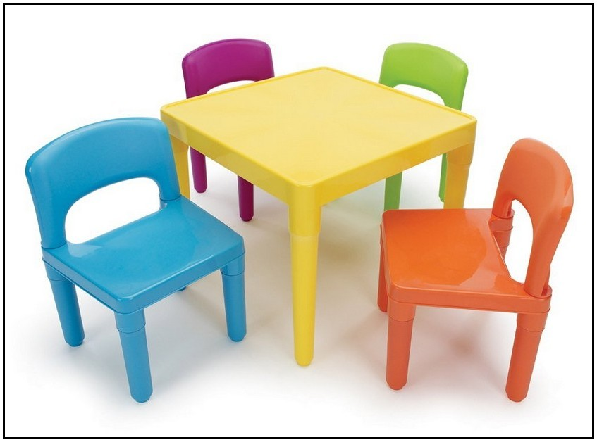 Brown Rectangle Table With Chairs Clipart.
