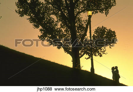 Pictures of Couple on Federal Hill at sunset jhp1088.