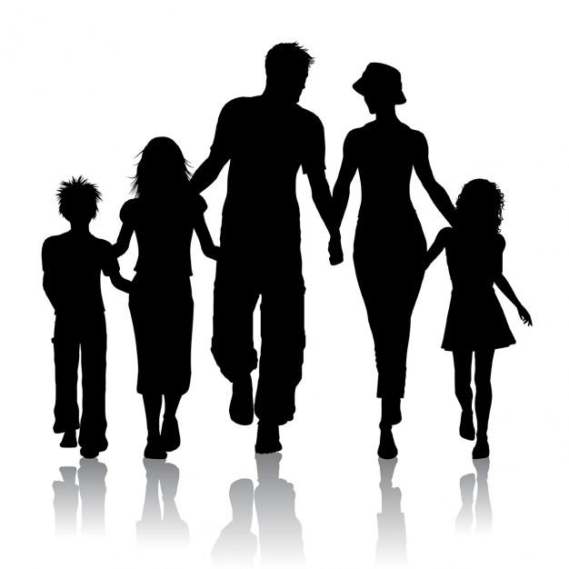 Silueta de una familia caminando juntos Vector Gratis.