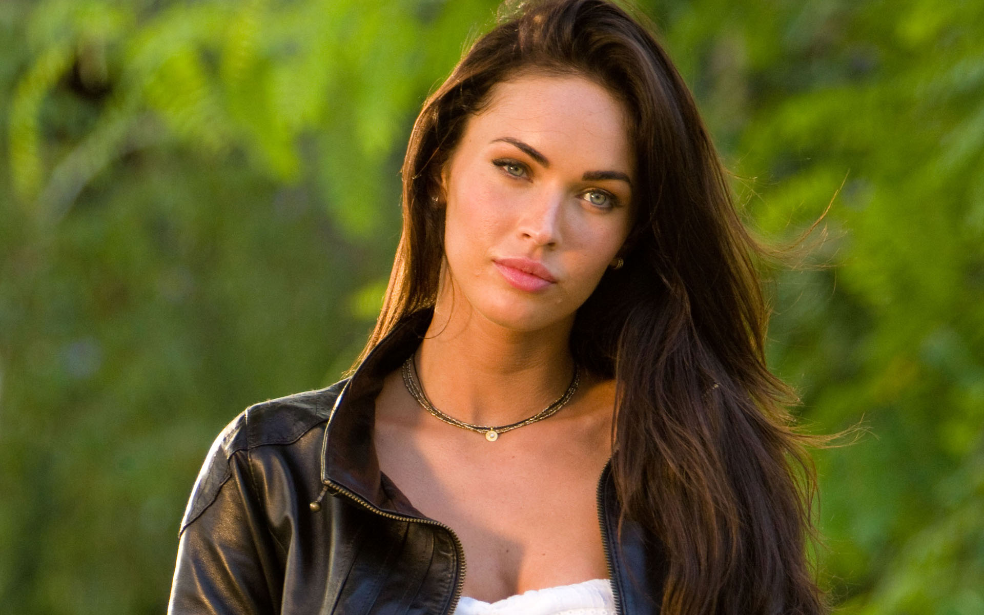 Megan fox iphone wallpaper download.