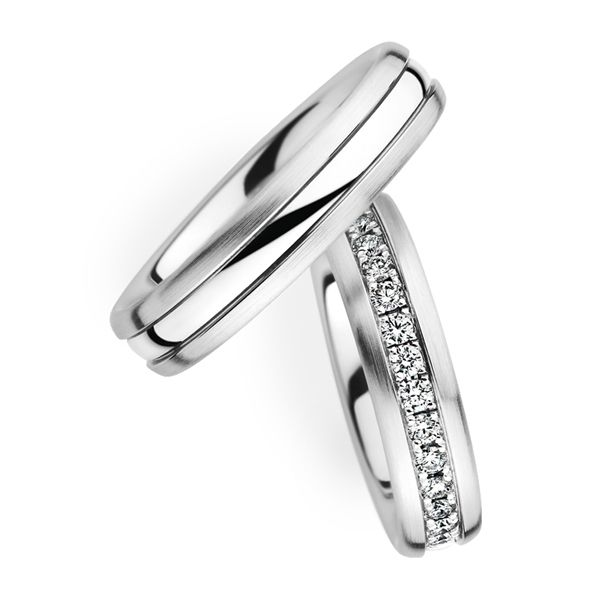 Couple Wedding Band with Diamond. Available in Gold.