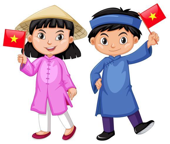 Vietnamien garçon et fille en costume traditionnel.