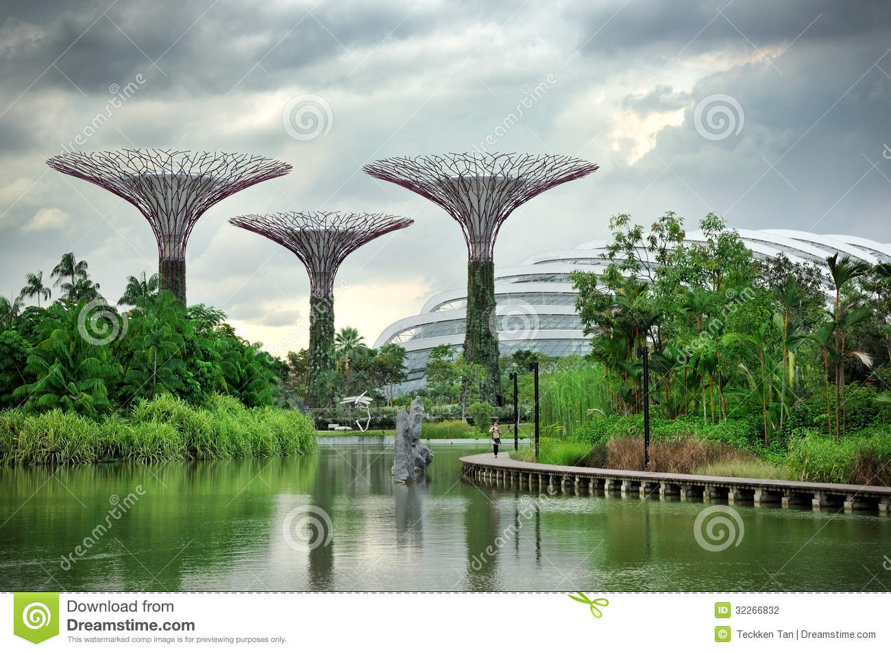 The Supertree Grove, Cloud Forest & Flower Dome Editorial Stock.