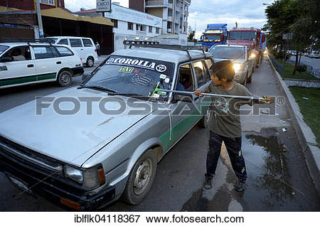 Picture of Street kid, boy, 11 years, cleaning windshield.