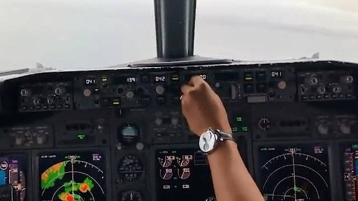 Footage From Cockpit Shows Moment Boeing 737 Crashed Into Pacific.