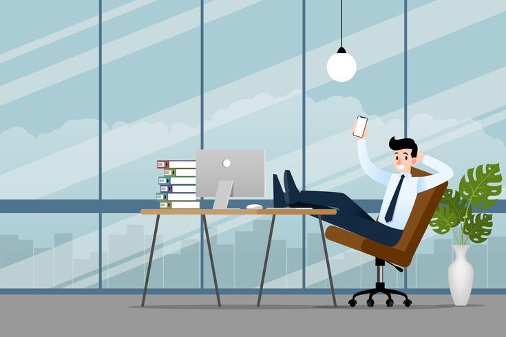 Feliz empresário trabalhando no escritório com seu.