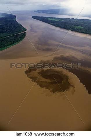 Pictures of Río Xingu and Río Tapajós confluence with the Amazon.