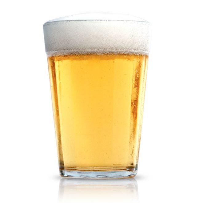 Copos de cerveja.