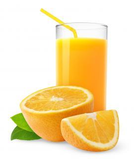 Copo de suco de laranja.