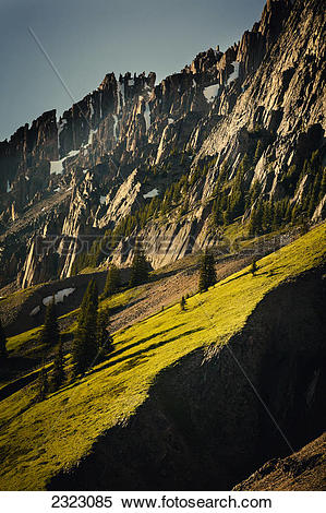 Stock Image of Warm grassy slopes and rocky crags of elpoca.