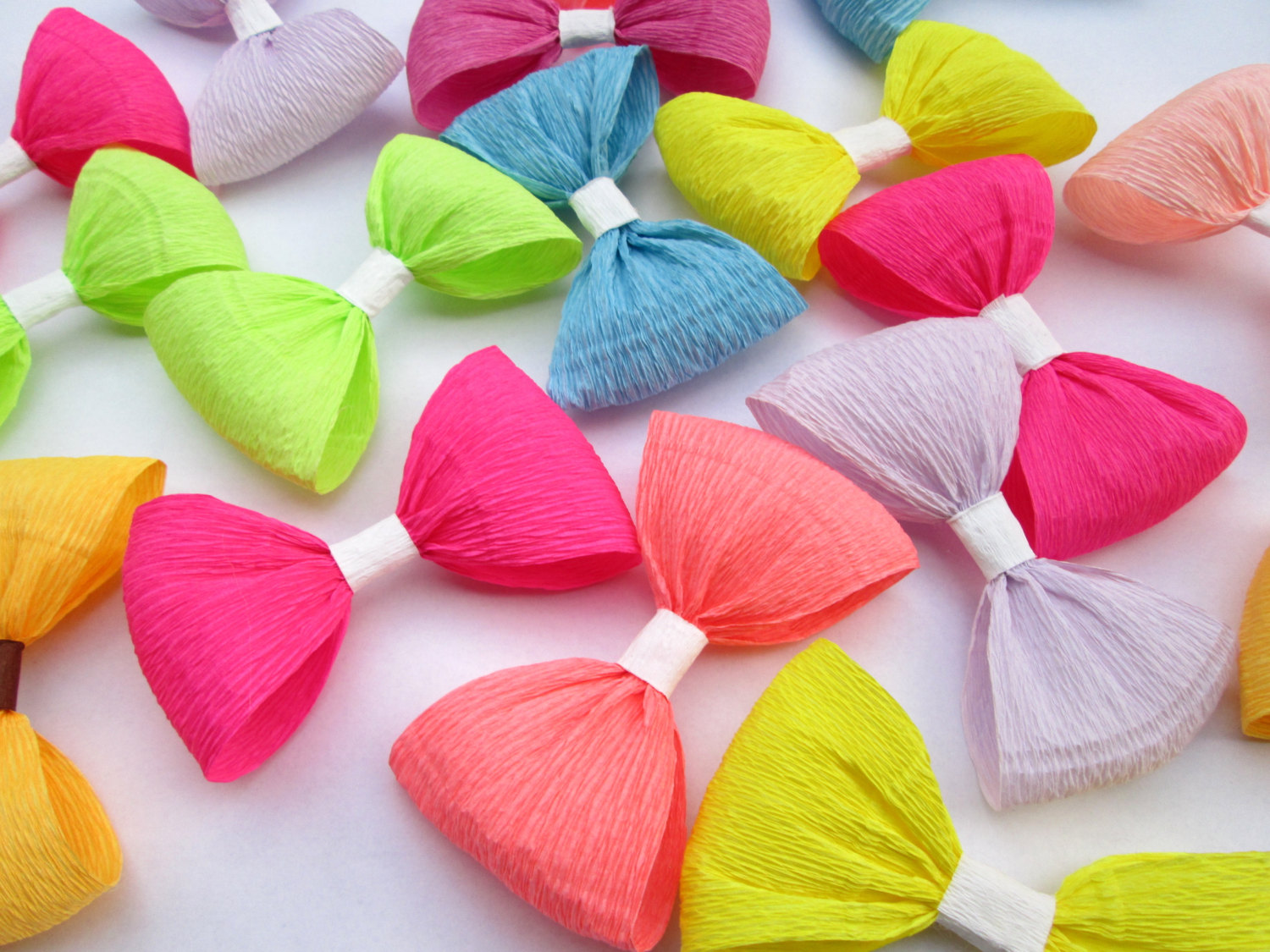 12 Paper Bows/Crepe Paper Bows/Birthday by LandofFlowers on Etsy.