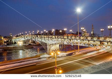 Bridge Moscow Over River Banco de Imagens, Fotos e Vetores livres.