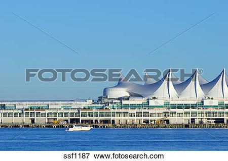 Picture of Canada Place cruise ship terminal.