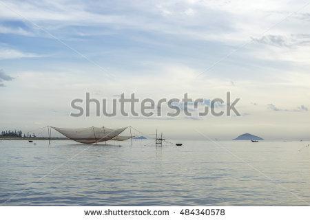 Vietnamese Fishing Net Lizenzfreie Bilder und Vektorgrafiken.