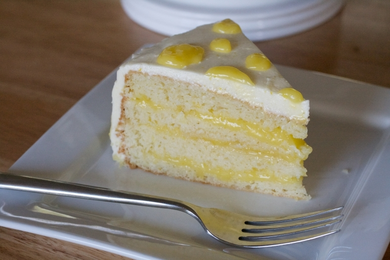 Lemon Cake With Lemon Curd.