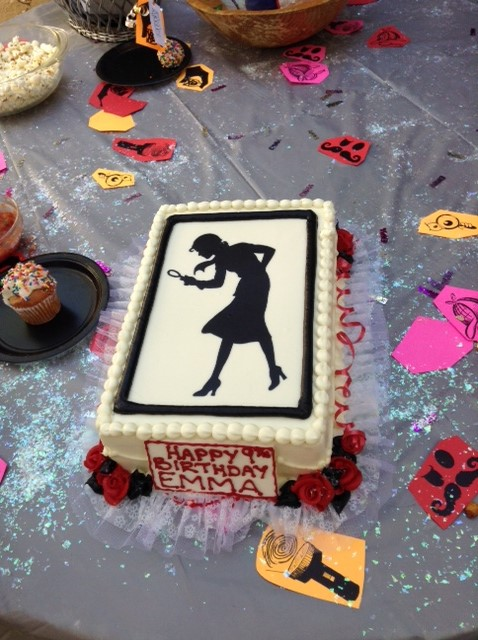 Cute Nancy Drew Birthday Cake using the silhouette from our Nancy.