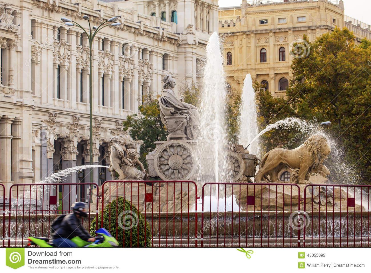 Cybele Chariot Lions Statue Fountain Plaza De Cibeles Madrid Spa.