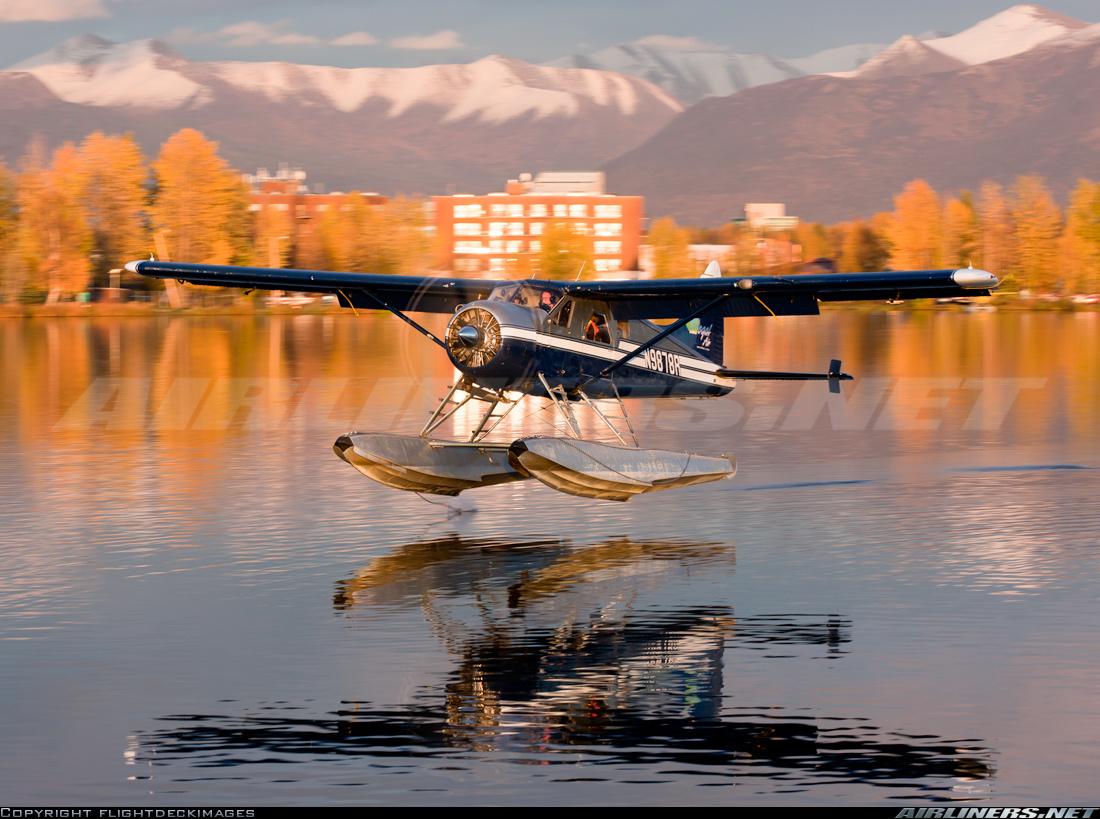 Dehavilland beaver float plane clipart.