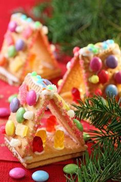 Homemade Holiday: Easy DIY Graham Cracker Gingerbread Houses.