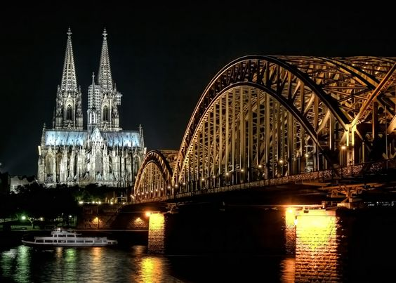 Deutzer Brücke mit Dom, Köln, Germany. The photo shows the.