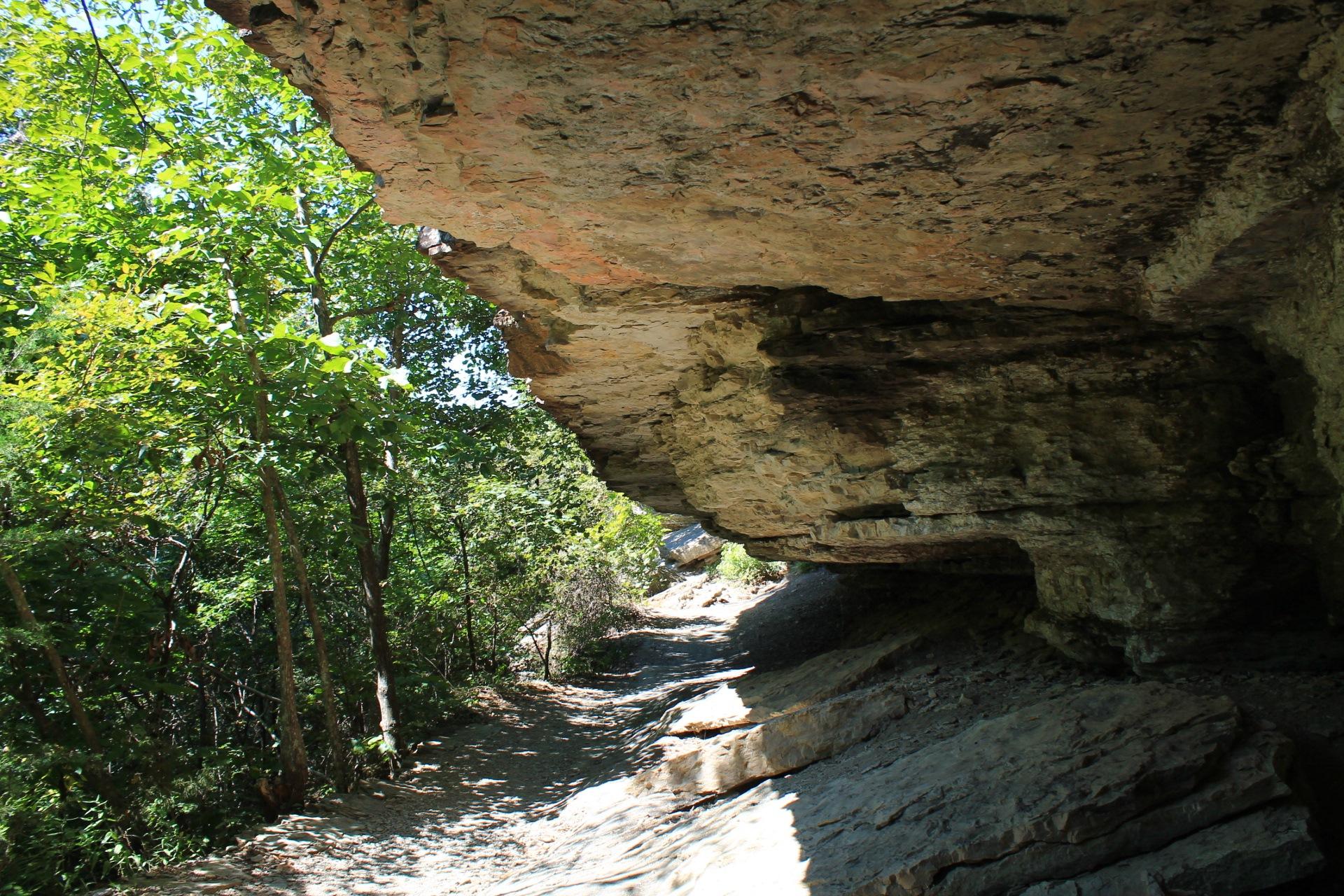 Devil's Den: Yellow Rock Trail.