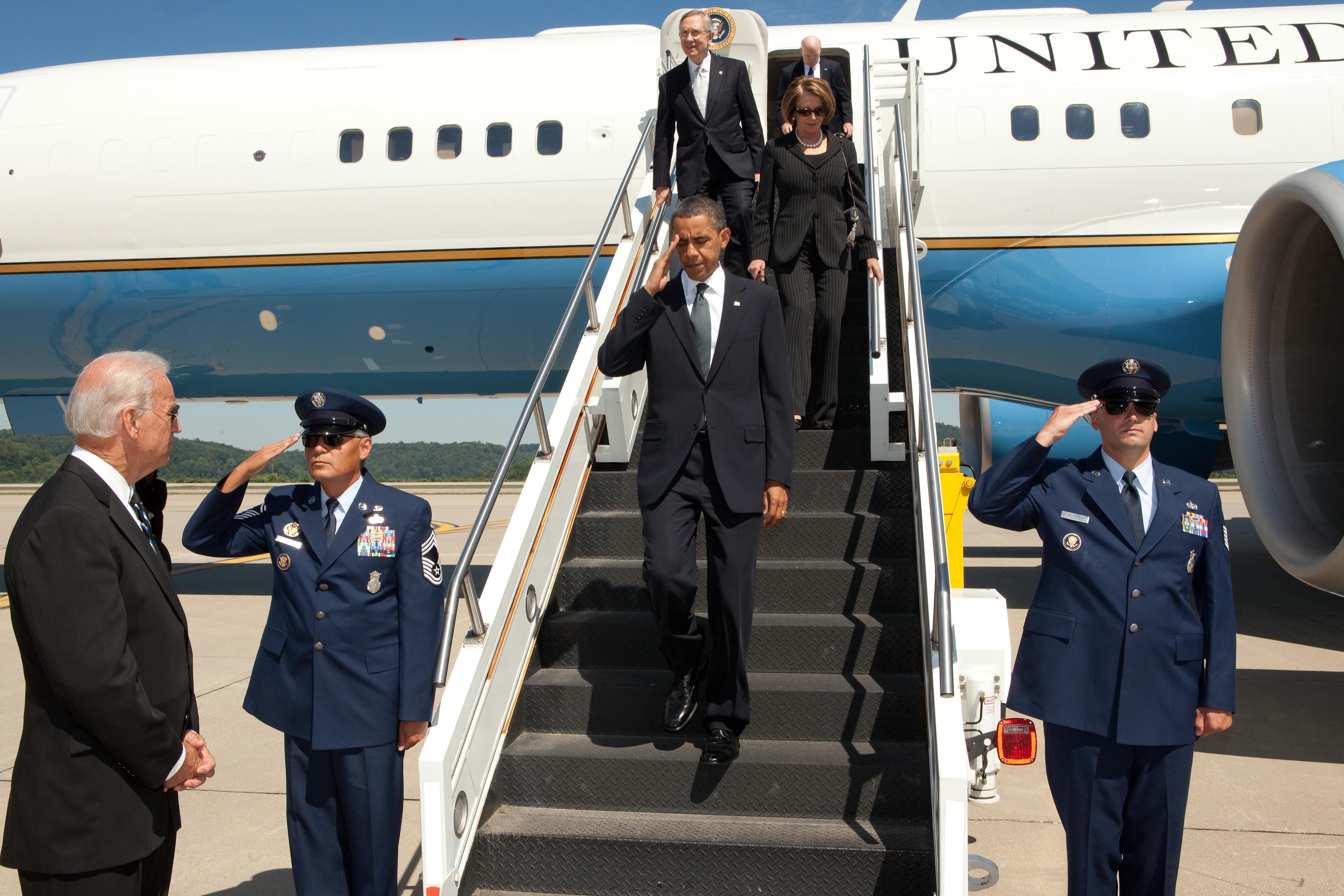 Free, Public Domain Image: President Barack Obama Disembarking Air.