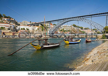 Picture of Dom Luis bridge over the Douro river with moored.