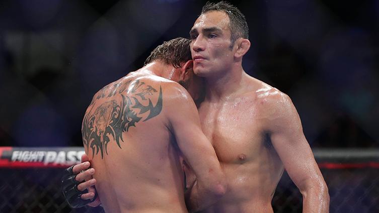 UFC 238: Tony Ferguson defeats Donald Cerrone after the doctors stop.