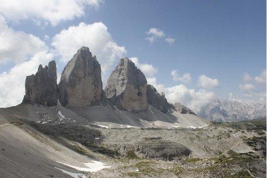 Circular Hike around the Three Peaks (Drei Zinnen) •.