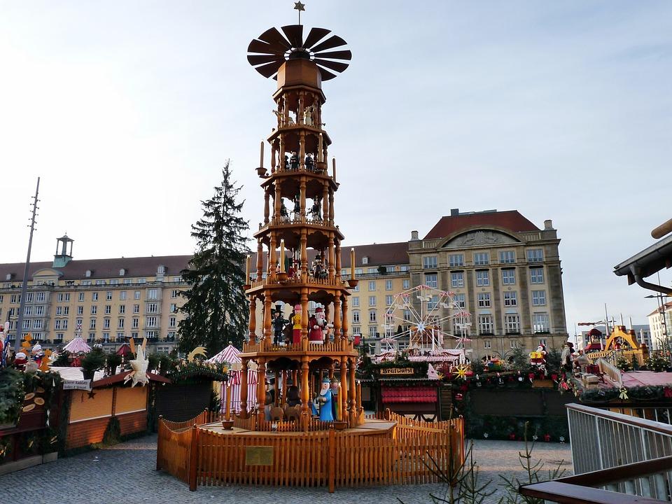 Free photo: Dresdner Striezelmarkt 2012.