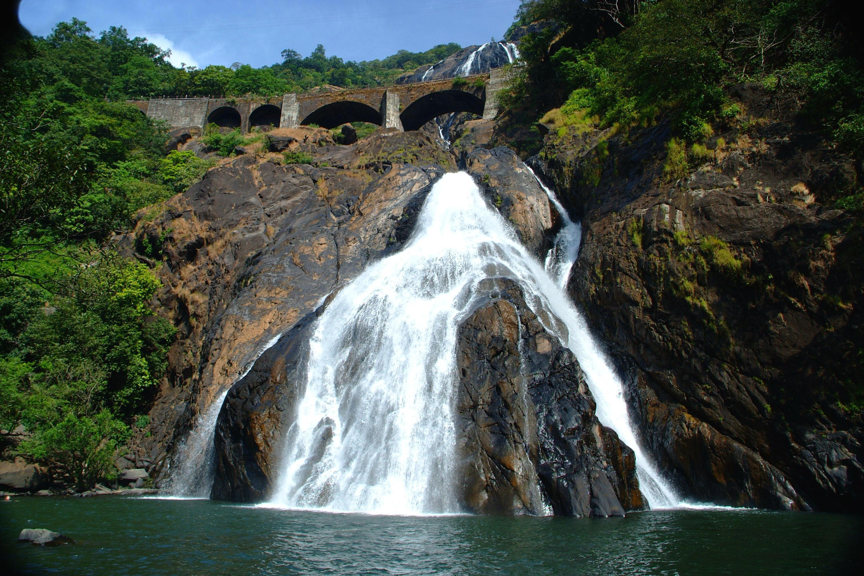 Dudhsagar Waterfall India Wallpaper.