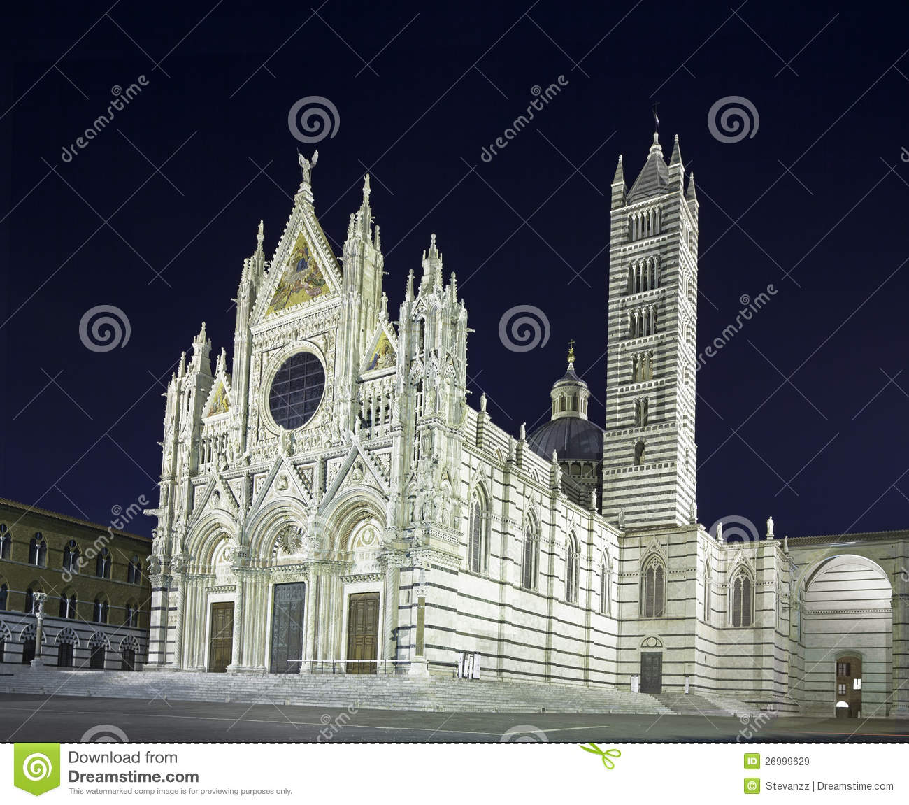 Limite Del Duomo Della Cattedrale Di Siena, Foto Di Notte. L.