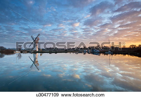 Stock Photograph of England, Norfolk, Thurne. Thurne dyke drainage.