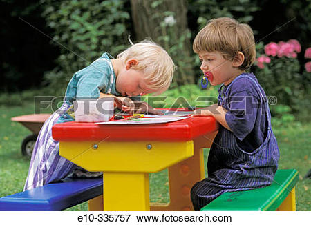 Picture of Two 2 year old boys painting e10.