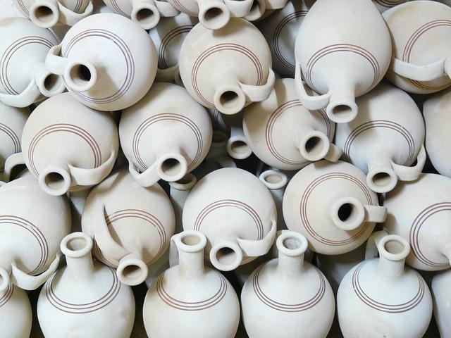 Free photo Jugs Fragile Pottery Earthenware Earthen Material.
