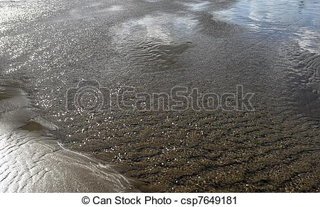 Stock Photography of twinkling ebb tide.