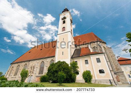 Pfarrkirche Lizenzfreie Bilder und Vektorgrafiken kaufen.