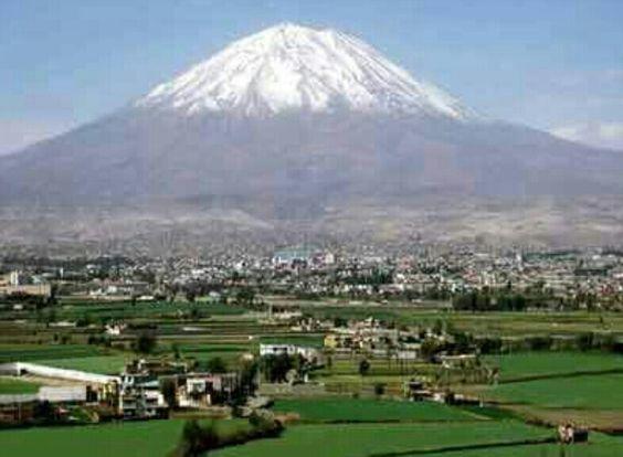 "Volcán ""El Misti"", Arequipa."