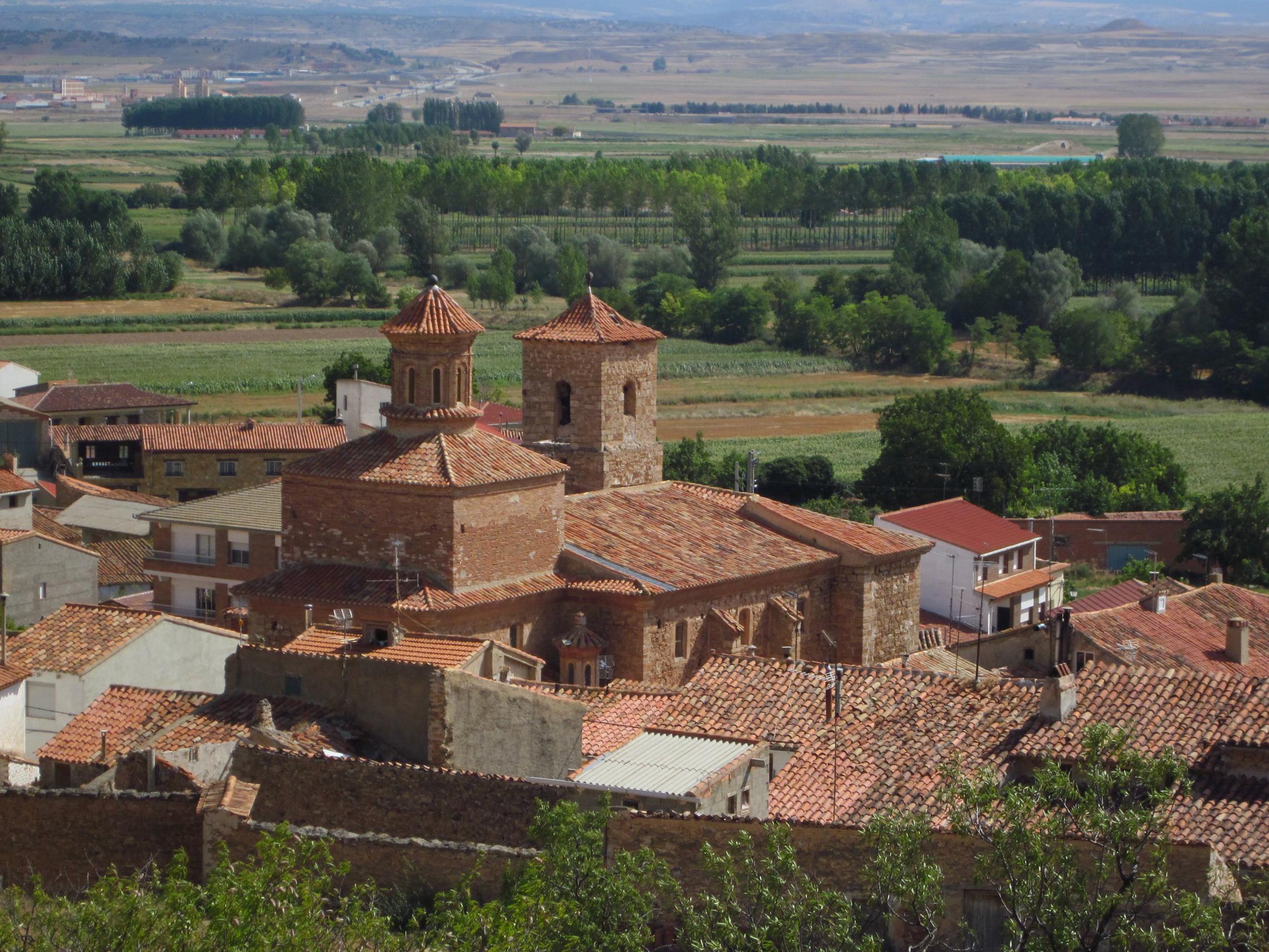 La humedad ataca a la turolense iglesia de El Poyo del Cid.