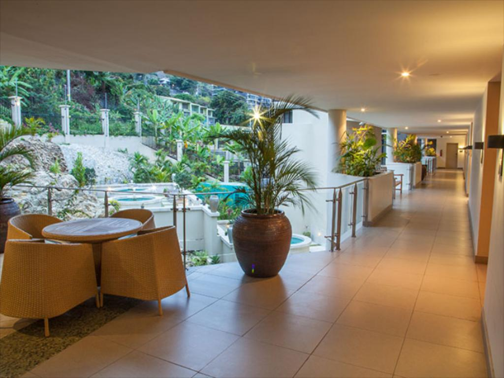 Ela Beach Hotel (Ela Beach Hotel ) in Port Moresby.