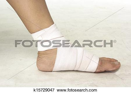 Picture of woman put on Elastic bandage k15729047.
