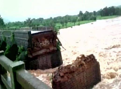 Bridge collapse on Mumbai.