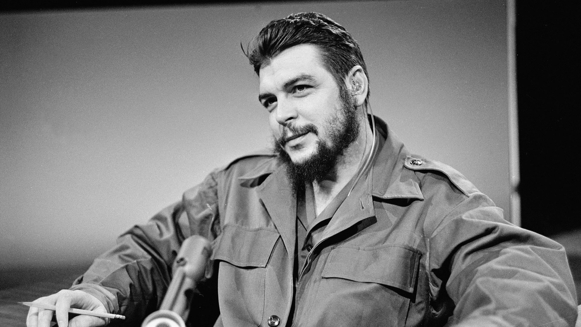 Che Guevara is executed.