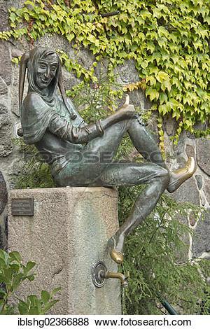 """Pictures of """"Eulenspiegel statue, Moelln, Schleswig."""