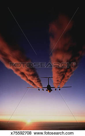 Pictures of Exhaust plumes behind military aircraft x75592708.