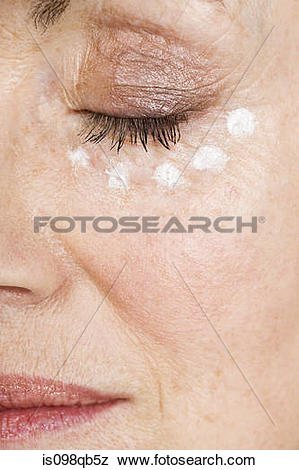 Pictures of Woman with eye cream is098qb5z.