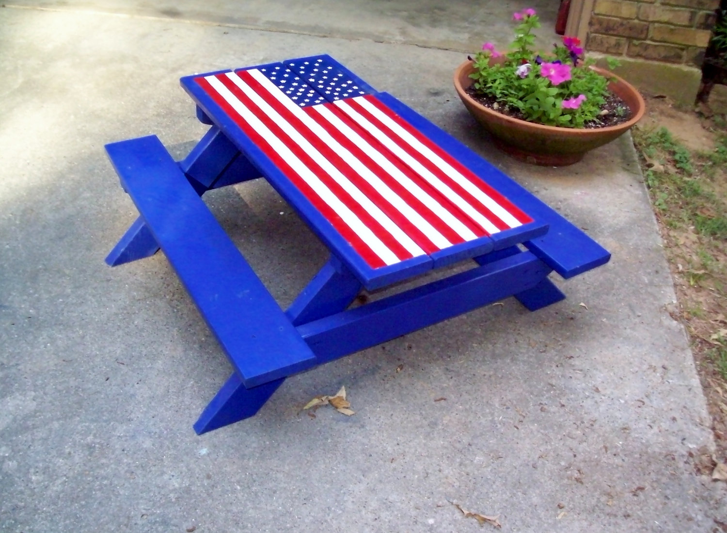 Picnic Table American Flag Clipart.